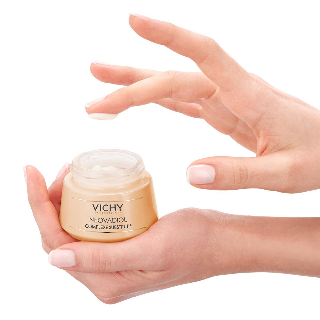 КОМПЕНСИРАЩ КОМПЛЕКСКрем за възстановяване на кожата в периода на менопаузатаСуха кожа