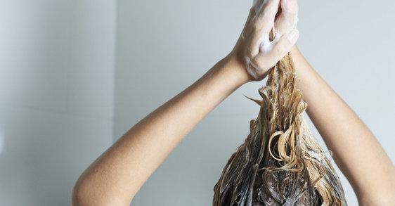 Миете ли правилно изтъняващата си коса?