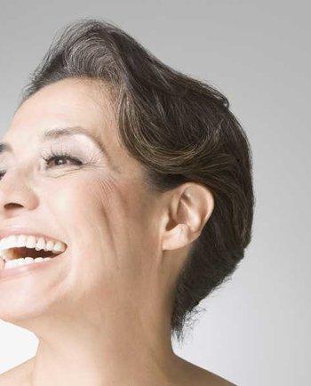Защо започвам да забелязвам окосмяване по лицето в целевите зони по време на менопаузата?