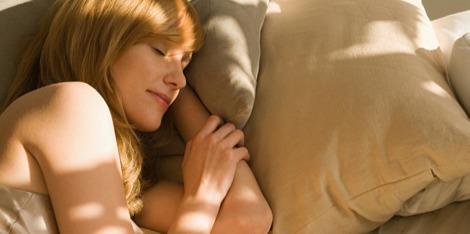 Какво се случва с кожата, докато спим?